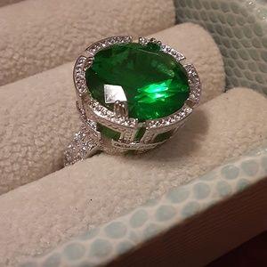 Women's Antique Green Stone Ring